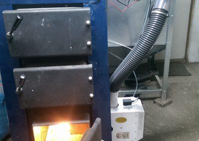 Palnik pelletowy w kotle węglowym z retortą